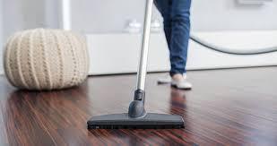 Stofzuigen van de vloer