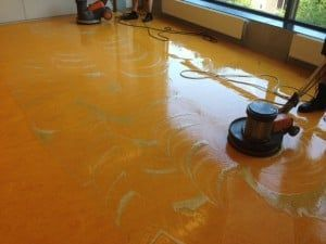 Linoleum op de betonnen vloer leggen enterpriseymca