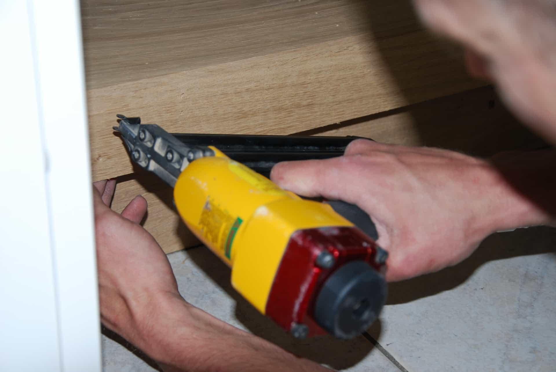 Traprenovatie met spijkerpistool Floortec