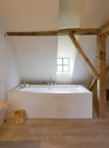 3 voorbeelden van een houten vloer in de badkamer - Floortec