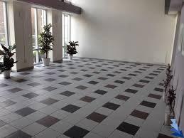 Tegels Voor Hal : Keramsiche tegels in hal floortec
